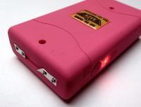 Elektroschocker UZI mit 1,5 Mio Volt in pink